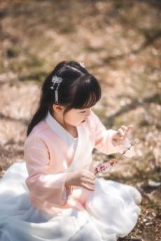 春天里的小萌娃超可爱